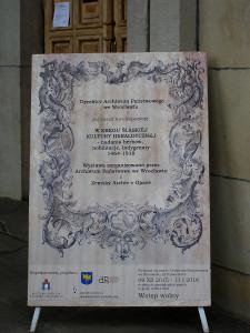 Plakat wystawy przed wejściem